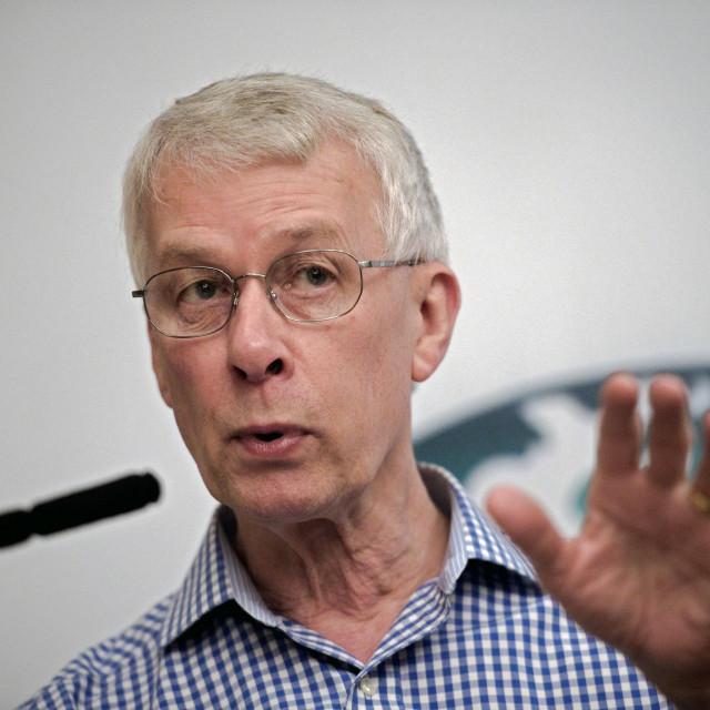 Sir Richard J. Roberts kaže za našu novinu da nema dokaza da GM hrana može uzrokovati bolesti ili biti štetna za okoliš. Međutim, naši vodeći stručnjaci se ne slažu s tvrdnjama<br /> britanskog znanstvenika