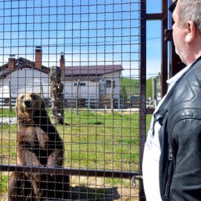 Europarlamentarci ministrici poljoprivrede: Okončajte ilegalno držanje medvjeda!