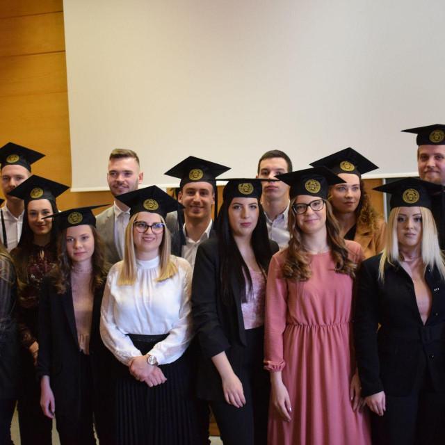 Na Sveučilištu u Zadru danas je održana svečana dodjela diploma 65 prvostupnica i prvostupnika Ekonomije.