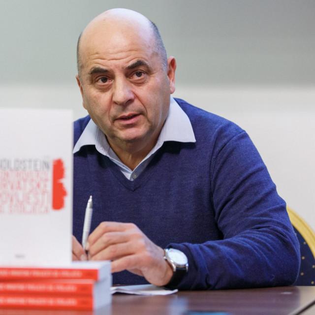 """Goldstein sa svojom novom knjigom """"Kontroverze hrvatske povijesti 20. stoljeća"""""""