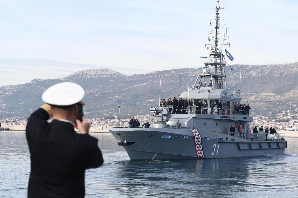 Ophodni brod 'Omiš' u plovidbi Kaštelanskim zaljevom
