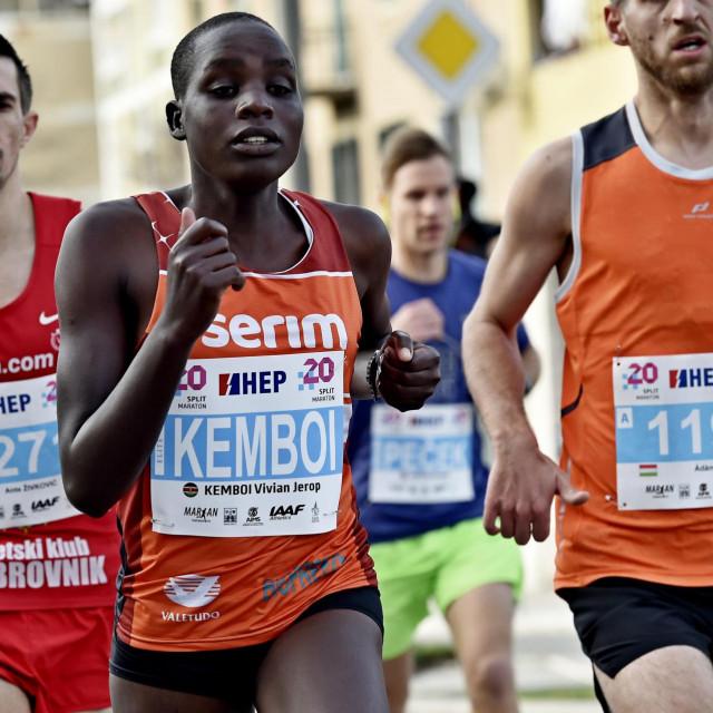 Pobjednica u polumaratonu Vivian Kemboi