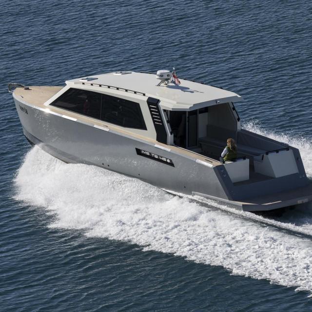 Trup taksi brodice je dobro projektiran, a vanjski dizajn dopadljiv
