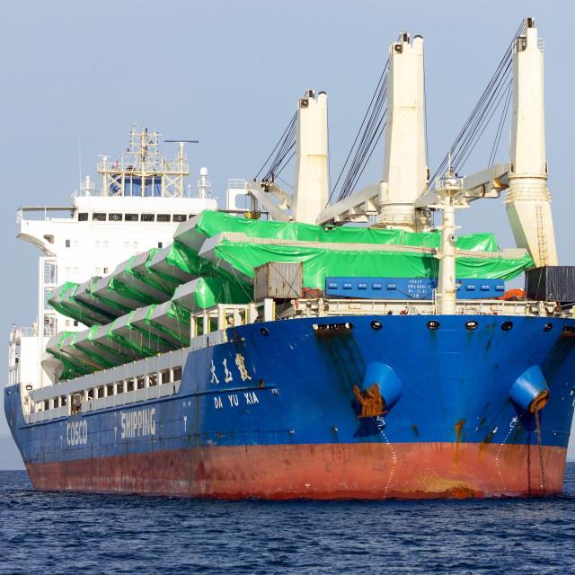 Ploce, 240220.<br /> Kineski brod DA YU XIA koji je doveo elemente Peljeskog mosta, usidrio se u Neretvanskom kanalu ispred Luke Ploce.<br />