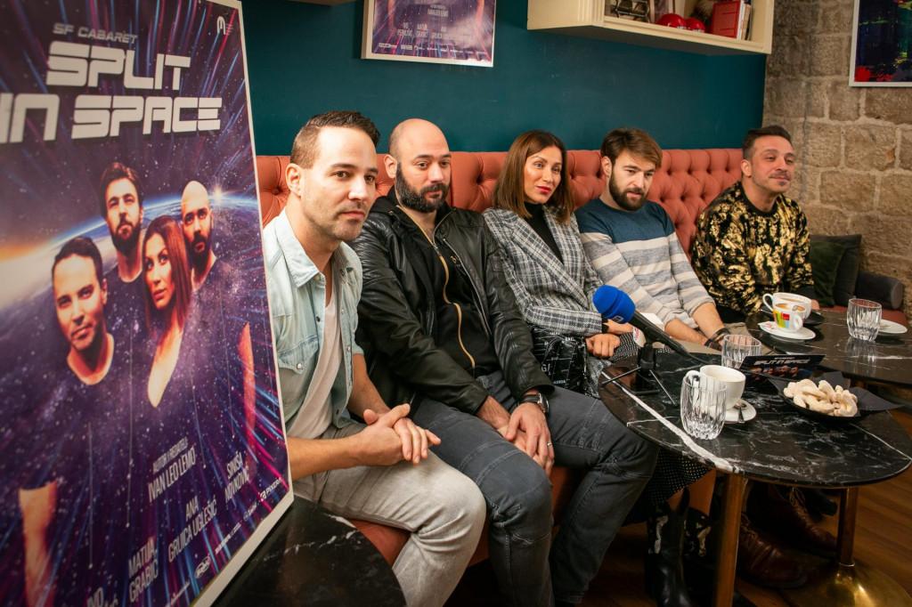 Ansambl predstave 'SF Cabaret Split in Space',<br /> Ivo Perkušić, Siniša Novković, Ana Gruica Uglešić, Matija Grabić i redatelj Ivan Leo Lemo<br />