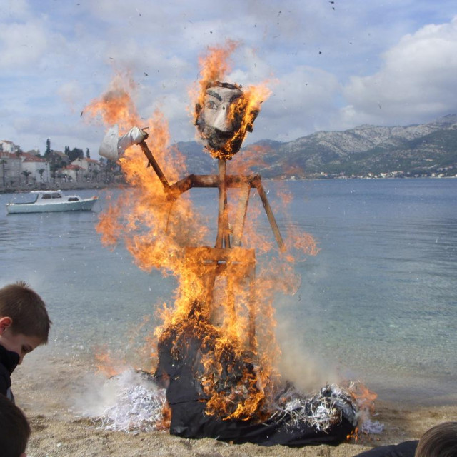 Korčulani spalili krnovala