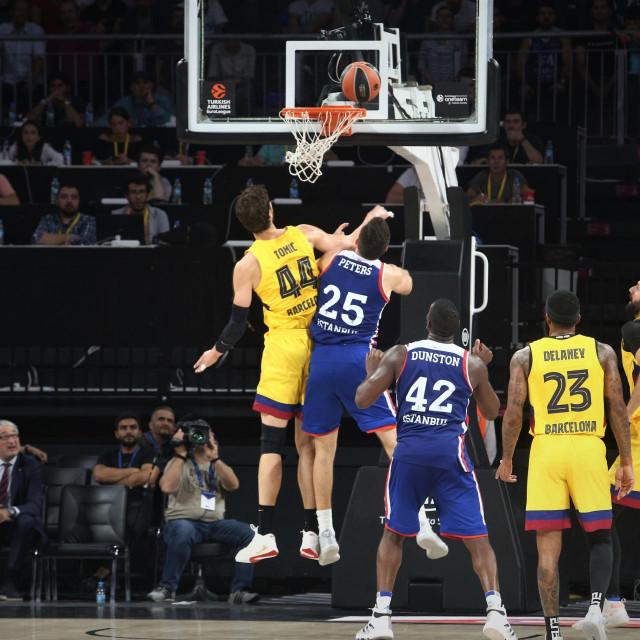 Košarkaška Euroliga: Anadolu Efes - Barcelona foto: Tonči Vlašić