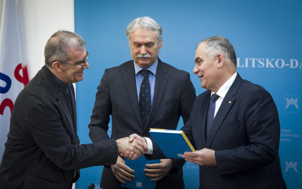 Don Ivan Bodrožić, sveučilišni rektor Dragan Ljutić i župan Blaženko Boban