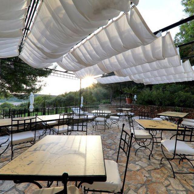 /Hotel-vinarija-restoran Boškinac mirna je oaza hedonizma sakrivena kraj guste borove šume u blizini Stare Novalje