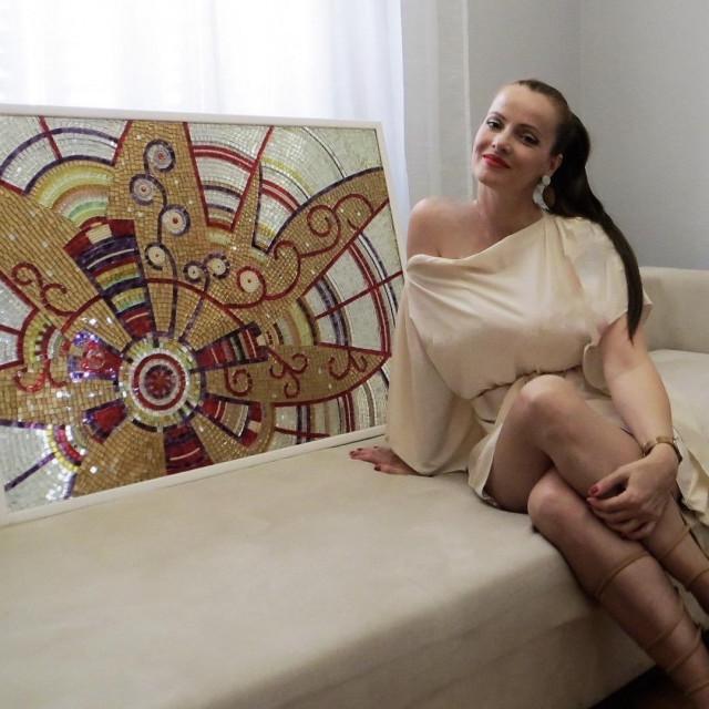 Mlada drniška umjetnica Silvija Sunara najviše se bavi mozaikom