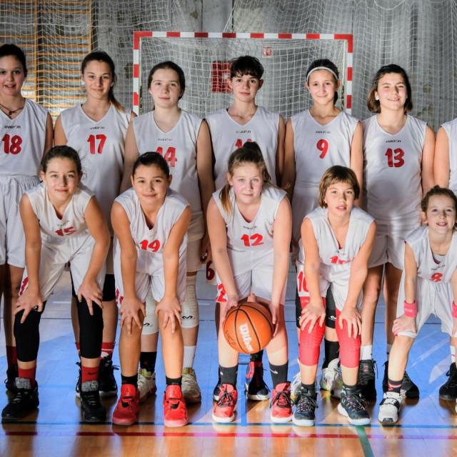 Ženski košarkaški klub Ragusa - ekipa djevojčica do 13 godina s trenericama Almom Majstorović i Cvetanom Matić foto: Tonći Plazibat/HANZA Media