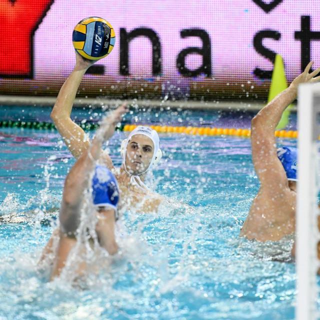 Dubrovnik, 031219.<br /> Bazen na Gruzu.<br /> Vaterpolo Liga prvaka, Jug Adriatic osiguranje - Szolnoki VSC.<br /> Na fotografiji: Loren Fatovic 3.<br />