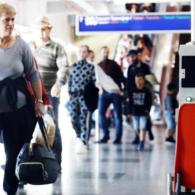 Kamere s toplinskim skeniranjem citaju temperaturu putnika na glavnom medjunarodnom aerodromu u Skoplju kao preventivnu mjeru protiv koronavirus.<br />