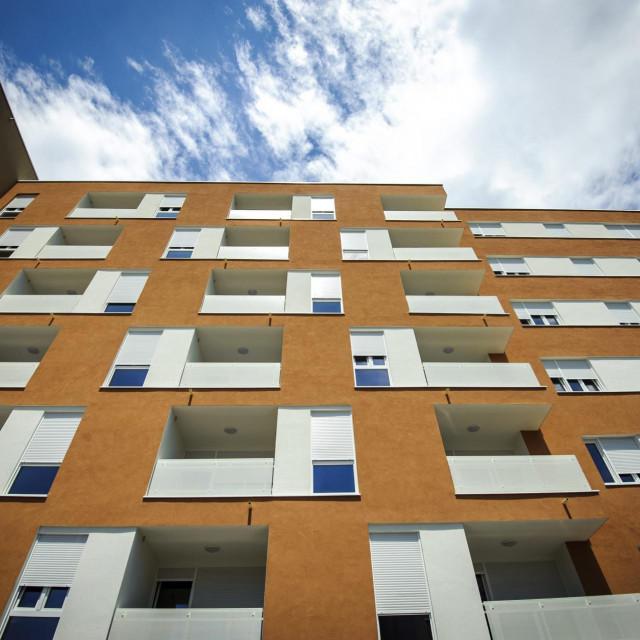 Sibenik, 190618.<br /> Potpresjednik vlade i ministar graditeljsva Predrag Stromar podjelio je kljuceve novim vlasnicima 148 stanova u novim POS zgradama u gradskoj cetvrti Subicevac<br />
