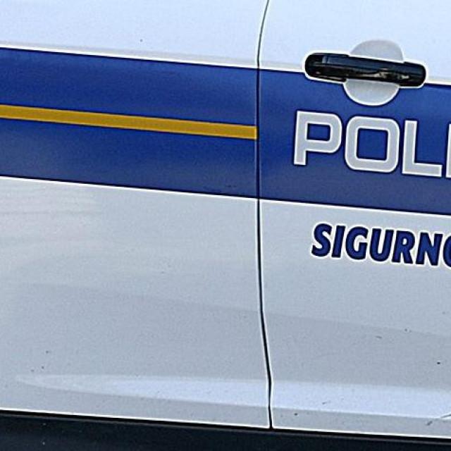 Zelina, 010919.<br /> Prometna nesreca osobnog automobila u Hrastju u kojoj je smrtno stradala jedna osoba a tri su ozlijedjene.<br /> Na fotografiji: policijski ocevid u tijeku.<br />