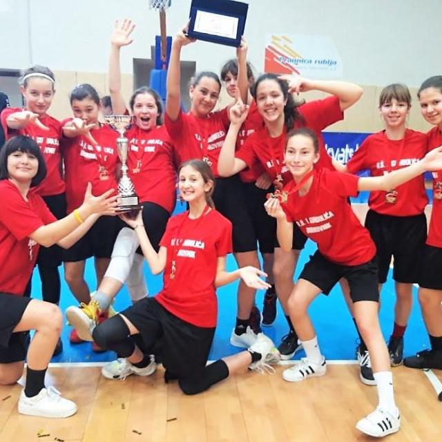 Prvakinje Hrvatske u košarci - učenice Osnovne škole Ivana Gundulića