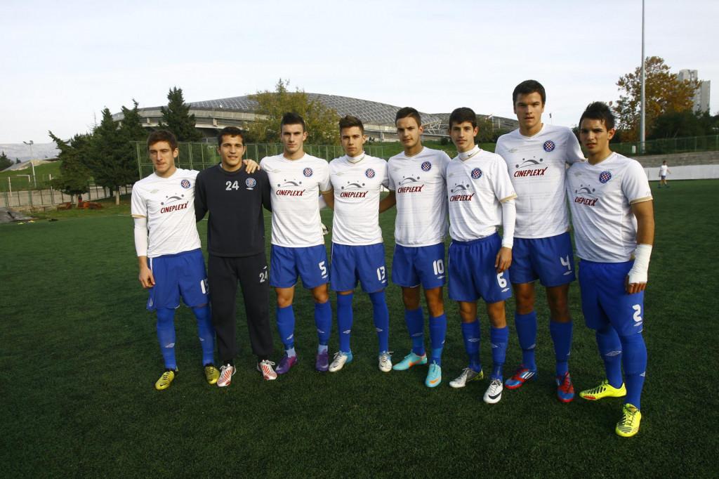 Bivši Hajdukovi juniori, Cipetić stoji treći s desna