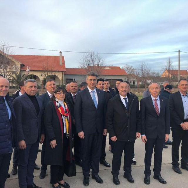 Branko Bačić, Ante Gotovina, Zdravka Bušić, Andrej Plenković, Tomo Medved i Damir Krstičević u Škabrnji