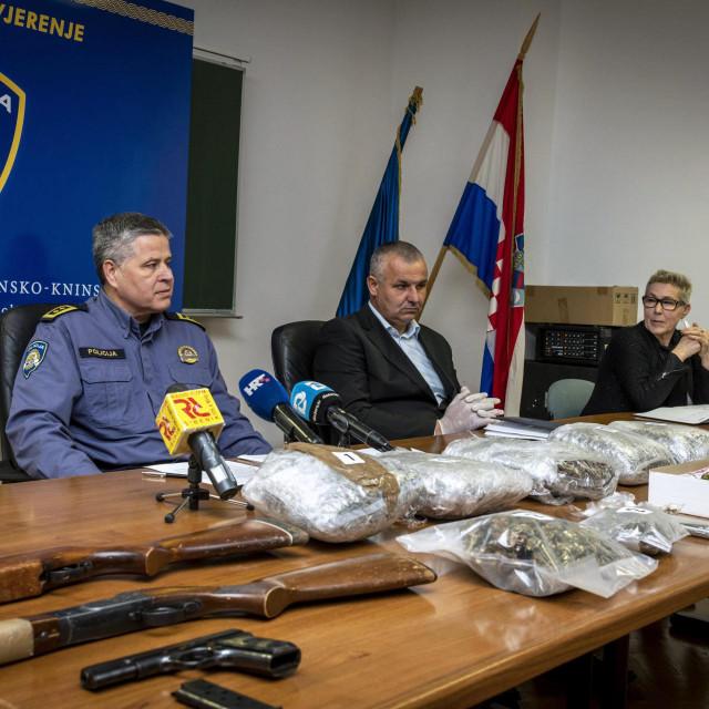 Šibenska policija zaplijenila veću količinu droge i oružja