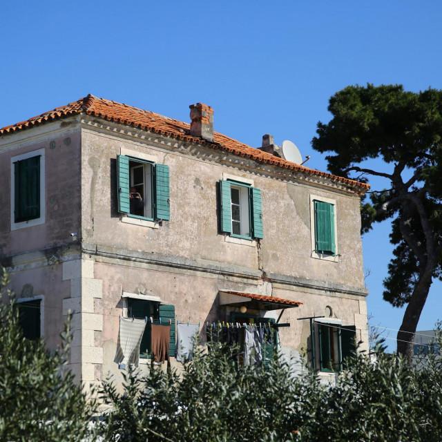 Ova kuća osamica na vrhu brijega Lazarica nekada je služila splitskoj staroj bolnici za izolaciju zaraženih osoba