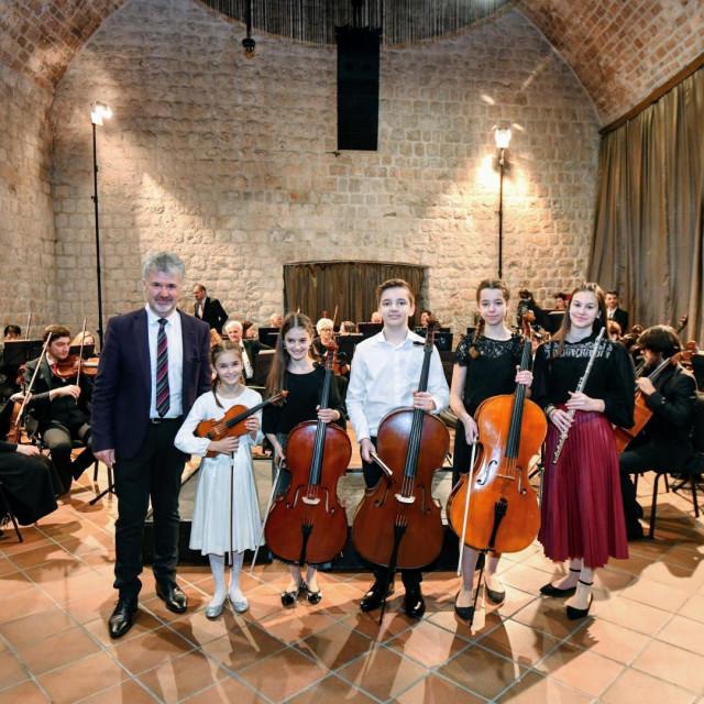 Slijeva: Slobodan Begić, Paula Ćatić, Đive Ćatić, Lovro Marković, Iva Nodilo i Nika Vidojević