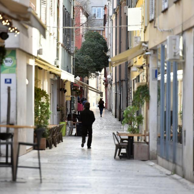 Zadar, 140320<br /> Ulice Poluotoka su jutros bile neuobicajeno prazne za subotnje jutro uslijed situacije sa pandemijom Corona virusa.<br />