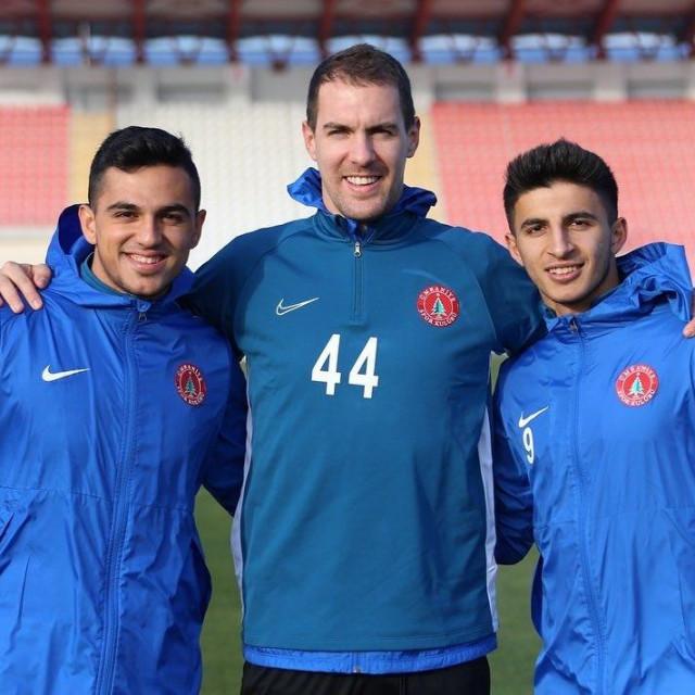 Tomislav Glumac, nogometaš Umraniyespora (u sredini), sa suigračima