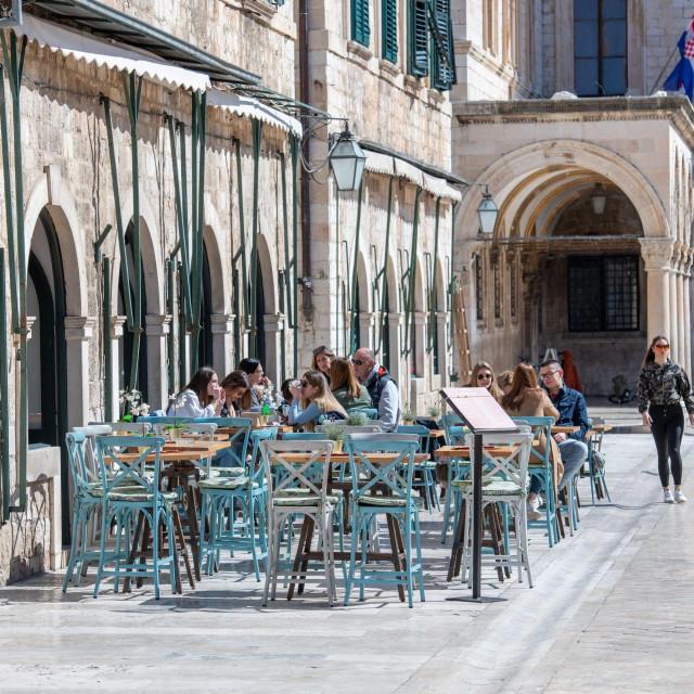 Dubrovnik, 16.03.2020.<br /> Opustjele gradske ulice, nema turista, mnogi restorani i kafici su zatvoreni, cak i dubrovcani izbjegavaju izlaziti na ulice zbog pandemije koronavirusa<br />