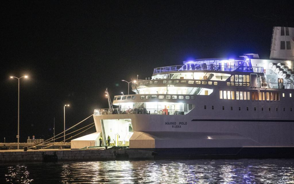Na brodu su dan i noć, a zapovjednik kontaktira s glavnim sanitarnim inspektorom