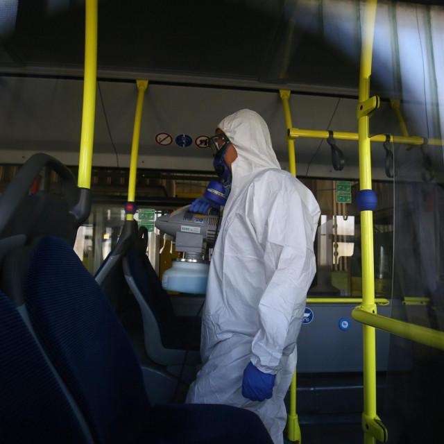 """Dezinfekcija vozila javnog gradskog prijevoznika """"Prometa"""" zbog suzbijanja koronavirusa.<br />"""