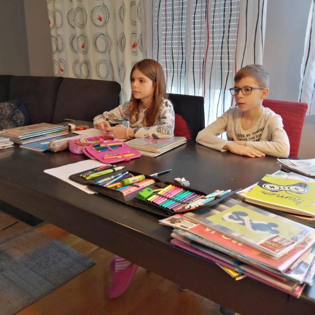 Drugašići Toni i Lucija Dragojević ozbiljno su shvatili sve što su im rekli roditelji i učiteljica: doma uče i igraju se