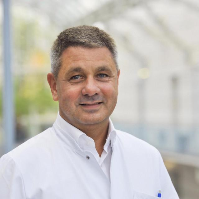Dr. Andrej Trampuž, ugledni infektolog