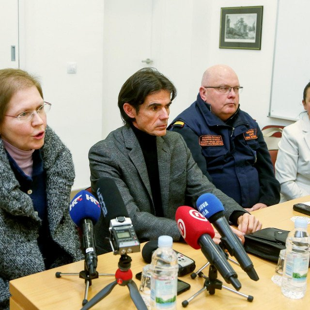 Pula, 090320.<br /> Stozer civilne zastite Istraske zupanije sazvao je press konferenciju kako bi informirali javnost da se u Istri pojavio koronavirus. Jednoj hospitaliziranoj osobi potvrdjen je virus.<br />
