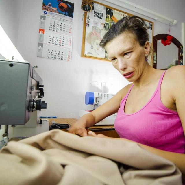 Modna dizajnerica Karmen Hercg u svom salonu<br />