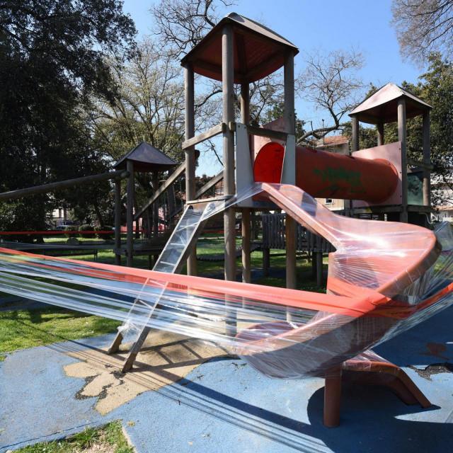 Zatvoreno dječje igralište u parku Vruljica