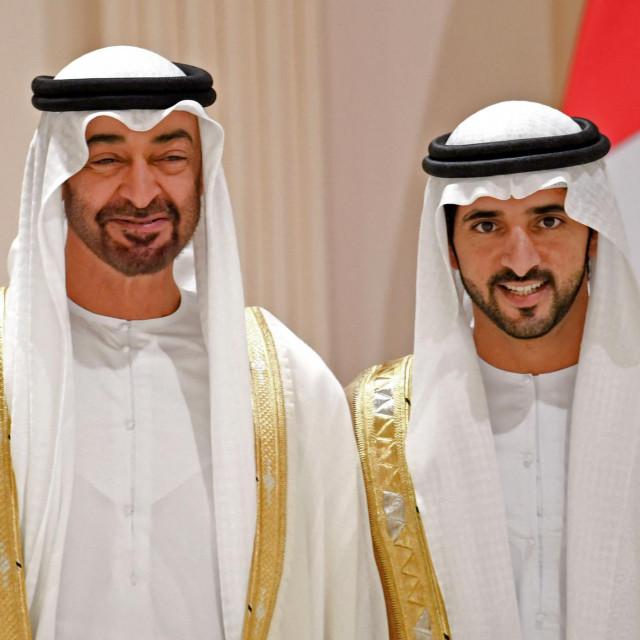 Hamdan bin Zayed Al Nahyan (lijevo)
