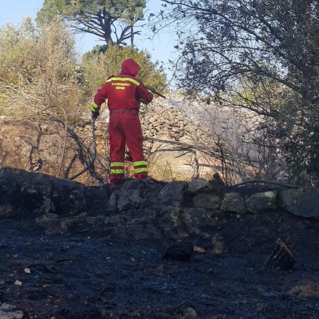 gašenje požara na predjelu Trap na otoku Šipanu