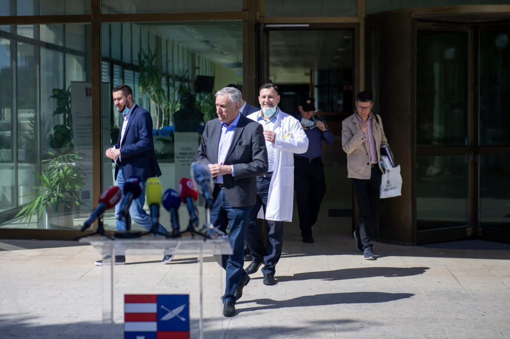 Konferencija za medije Županijskog kriznog stožera ispred Opće bolnice Dubrovnik<br /> <br /> <br />