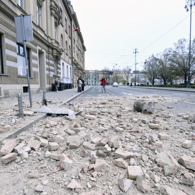 Zagreb, 220320.<br /> Posljedice potresa koji je u ranim jutarnjim satima pogodio grad Zagreb.<br /> Na fotografiji: Trg Ante Starcevica.<br />