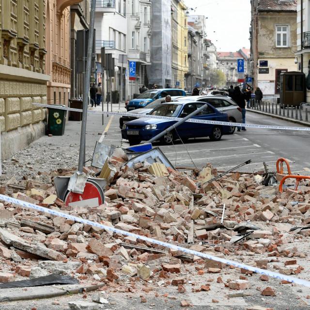 Zagreb, 220320.<br /> Senoina.<br /> Posljedice potresa u centru grada.<br />
