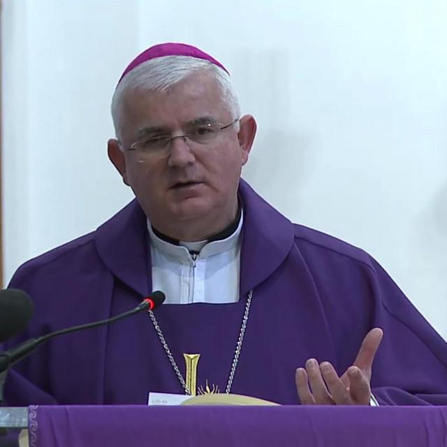 Biskup Mate Uzinić-online misa iz Katedrale