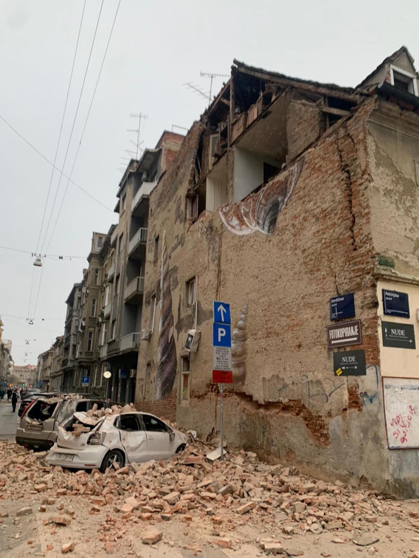 Slobodna Dalmacija Vise Snaznih Potresa Pogodilo Zagreb Osjetili Su Sve Do Pule I Zadra Uspaniceni Građani Na Ulicama