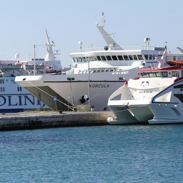 Bijela flota čvrsto je privezana u portu