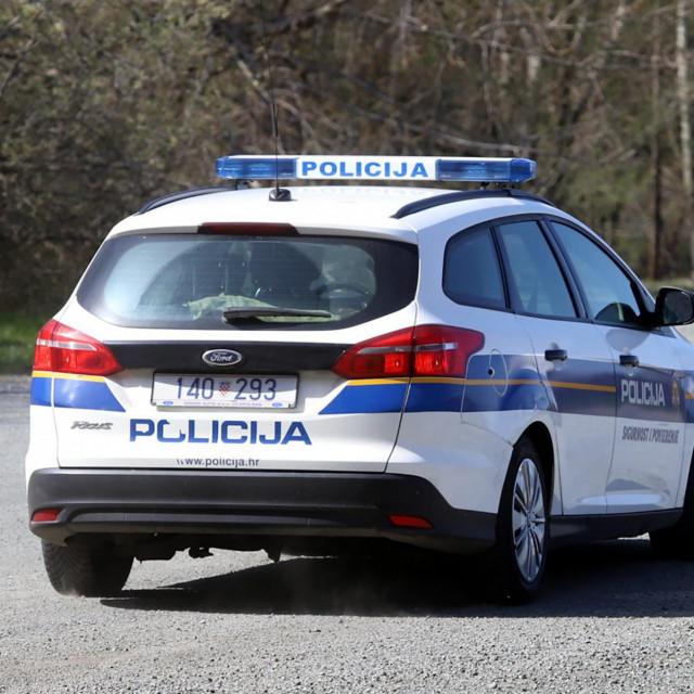 Varazdin, 220320.<br /> Setaliste na Dravi je prazno po preporuci Stozera civilne zastite zbog pandemije koronavirusa, samo policijska patrola koja provjerava stanje.<br />