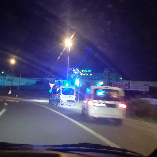 Policija je točno u ponoć u rotoru između Splita i Solina počela kontrolirati provođenje nove Odluke o zabrani napuštanja mjesta prebivališta