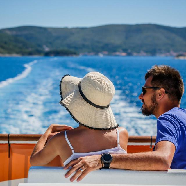 Ugostitelji ili prijevoznici će kad-tad početi raditi, makar i u puno manjem opsegu, no ne bude li turizma kroz 2020. godinu, tisuće iznajmljivača i hotelijera mogli bi staviti ključ u bravu<br />