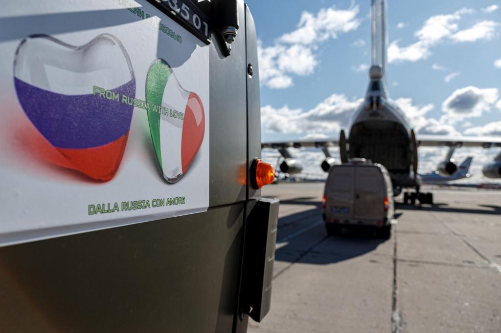 Putin iz Moskve poslao avione da vojnim aerosolnim topom ubijaju koronu u Italiji! O_13304968_1024