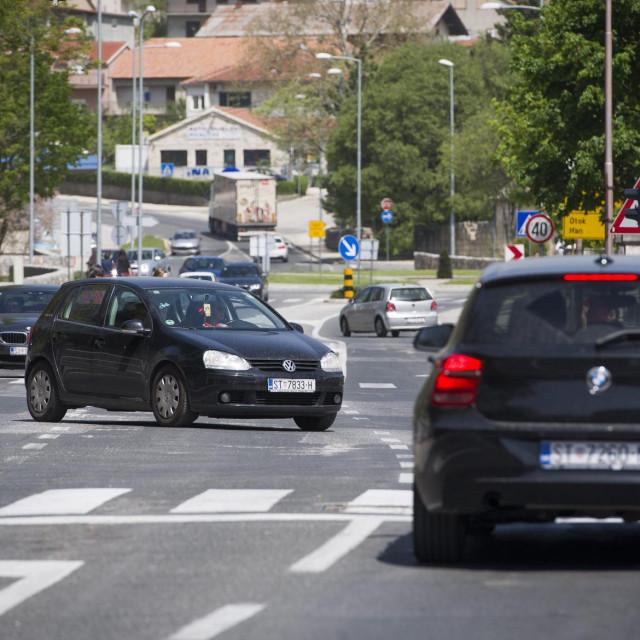 Sinj, 260419.  <br>Krizanje ulica Matica i Miljenka Buljana na drzavnoj cesti D1 koje ce uskoro biti rekonstruirano. <br>