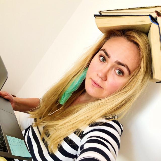 Anastasija Jankovska, selfie s dobrom knjigom