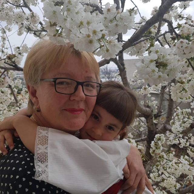 S unukom Marijom kojoj je napisala pjesmu o bojicama